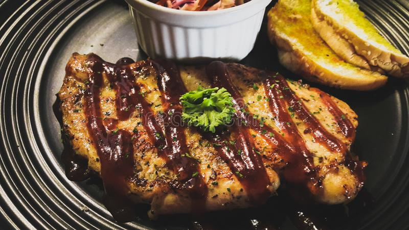 Bife da galinha com Honey Babecue Sauce fotos de stock