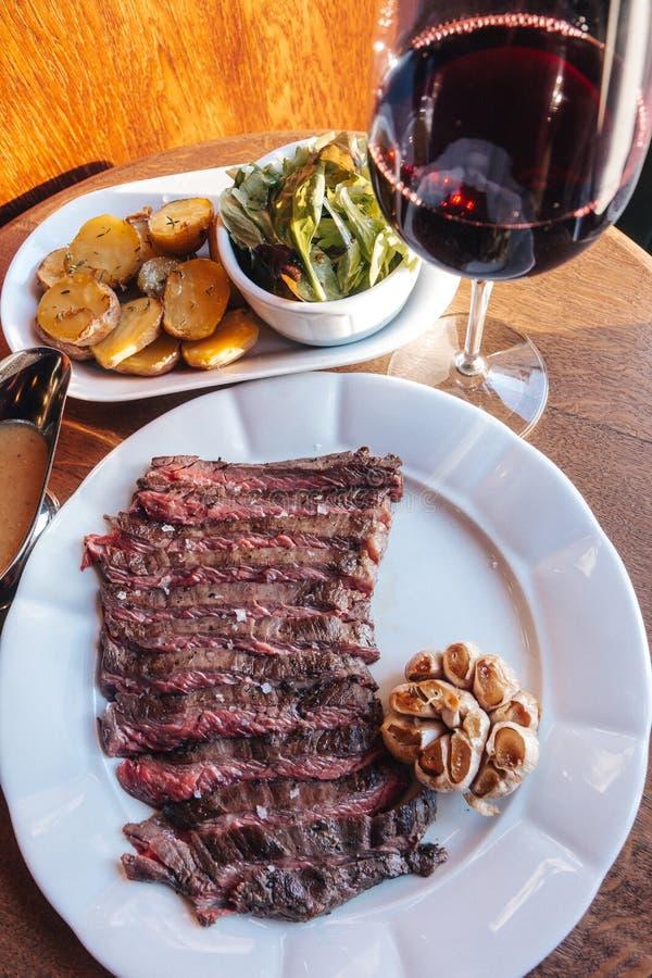 Bife de carne assada imagens de stock royalty free
