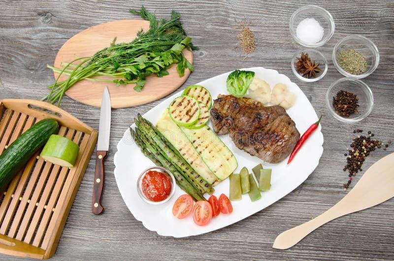 Bife de carne grelhado fotografia de stock royalty free