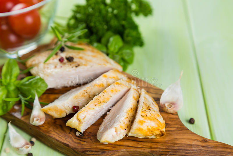 Bife de Chichen com ervas e especiarias fotografia de stock