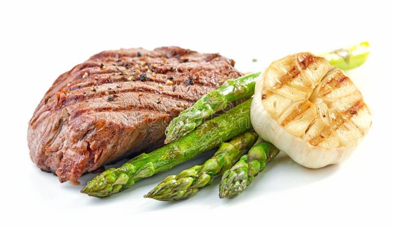 Bife de vaca e vegetais grelhados da carne fotos de stock royalty free