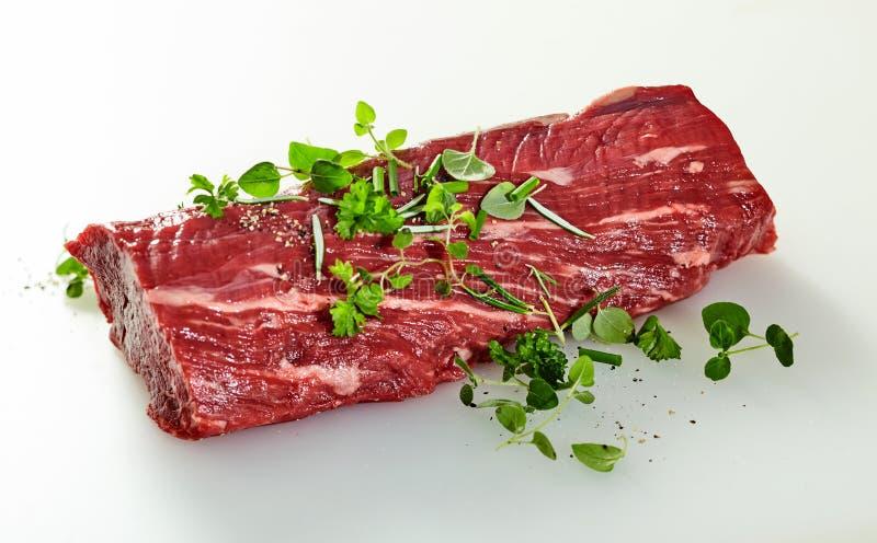 Bife de vaca macio aparado cru inteiro fotografia de stock royalty free