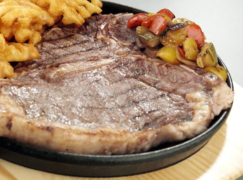 Download Bife grelhado imagem de stock. Imagem de grade, steak - 29835707