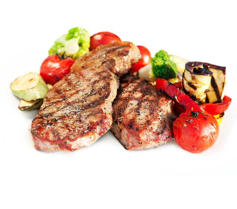 Bife grelhado da carne com vegetais fotografia de stock royalty free