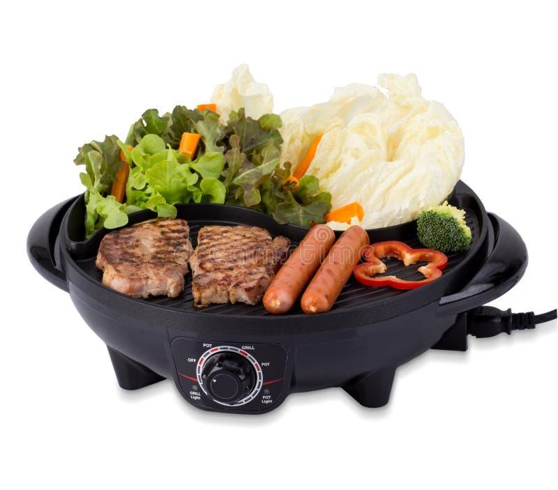 Bife grelhado e salsichas da carne de porco isolados no fundo branco fotografia de stock