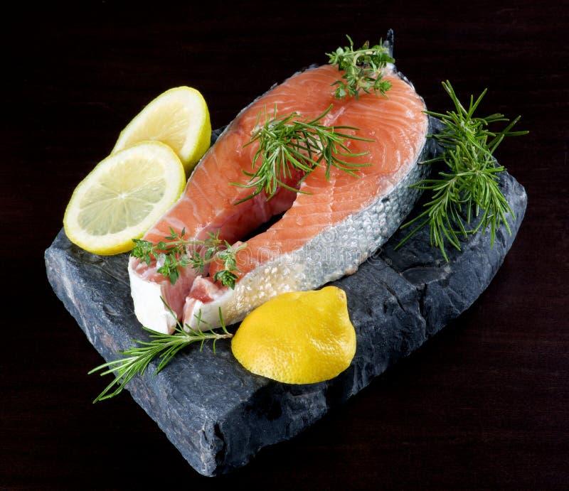 Bife salmon cru fotos de stock