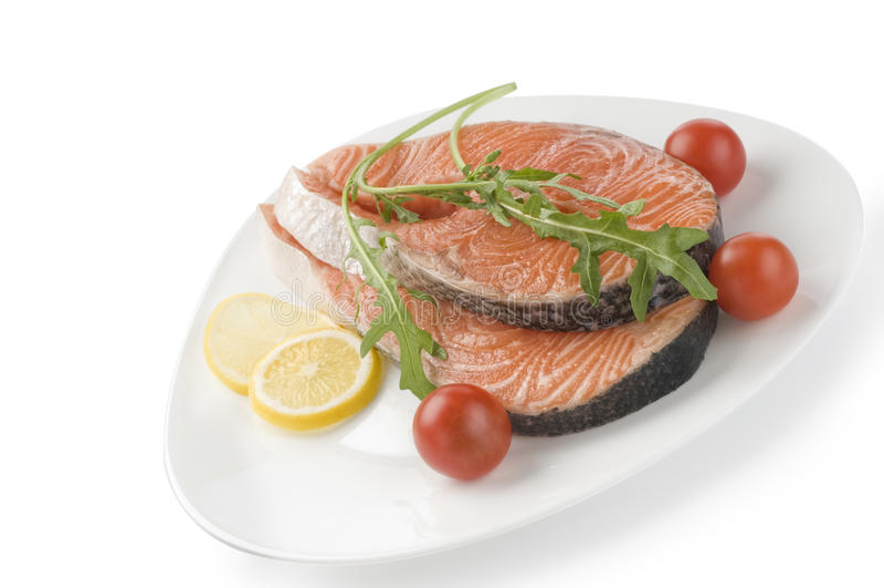 Bife salmon cru com ervas fotografia de stock royalty free