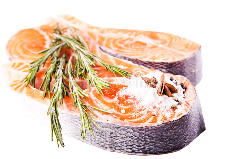 Bife salmon cru com rosemary fotografia de stock royalty free