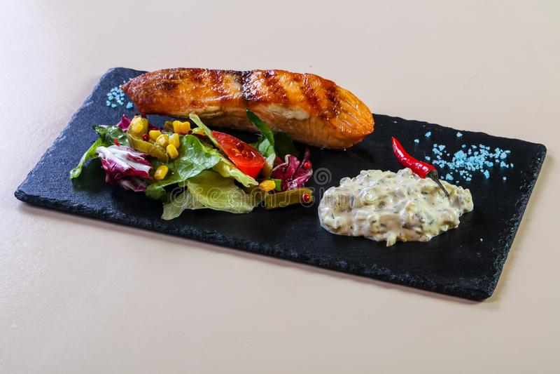 Bife salmon grelhado foto de stock