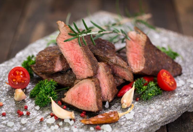 Bifes grelhados da carne fotos de stock