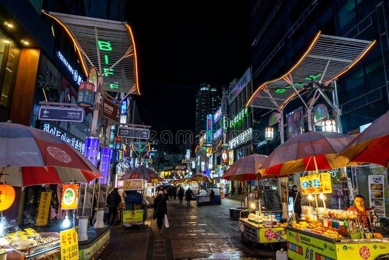 Biff kwadrat w Busan przy nocą zdjęcie stock