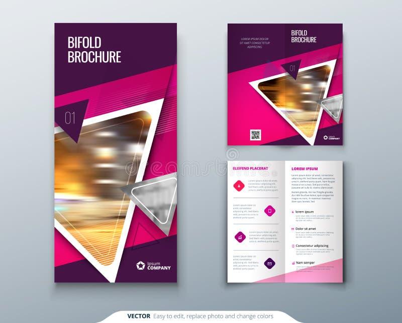 Bifold Broschürendesign Rosa, purpurrote Schablone für Bifaltenflieger Plan mit modernem Dreieckfoto und -zusammenfassung vektor abbildung