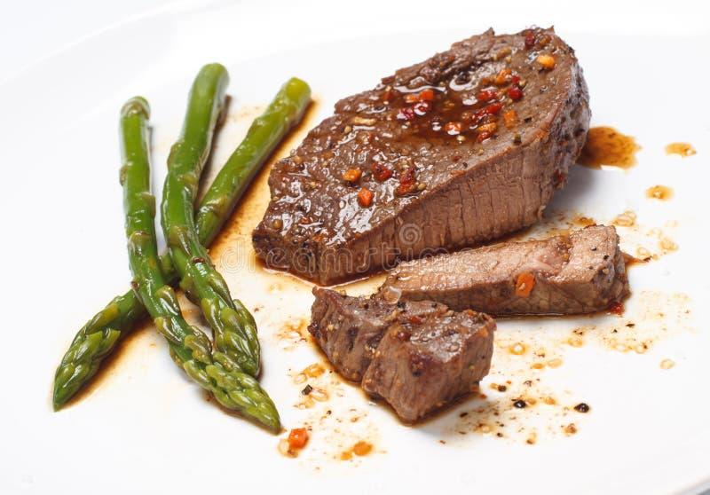 Bifteck avec l'asperge verte image libre de droits