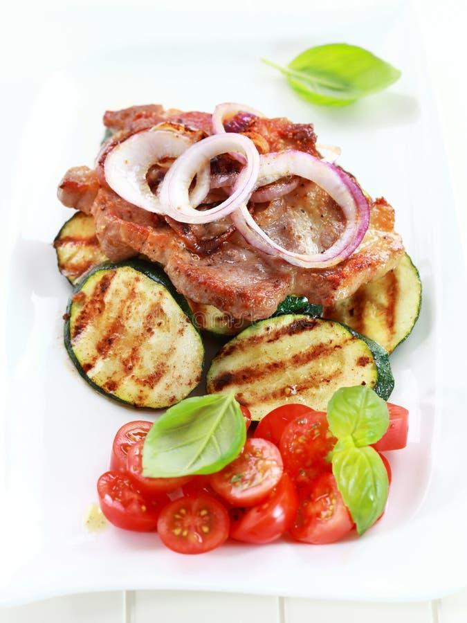bifteck Carter-frit de porc avec le légume grillé image stock