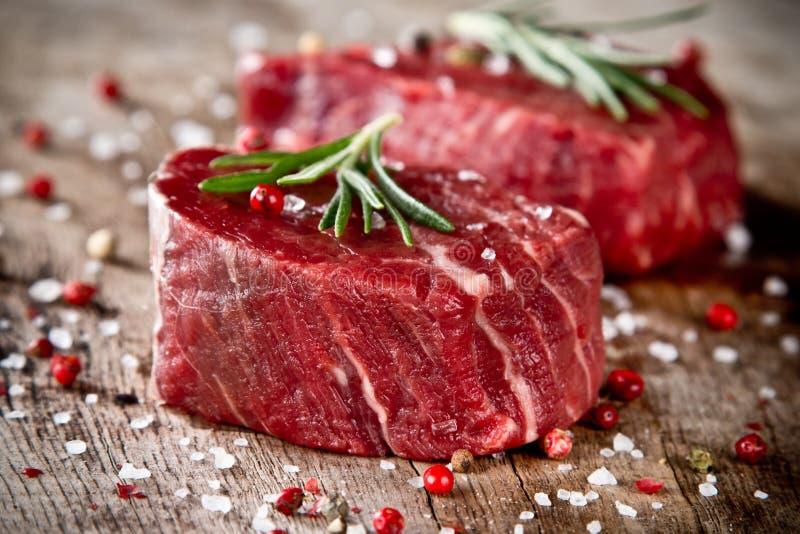 Bifteck cru images libres de droits