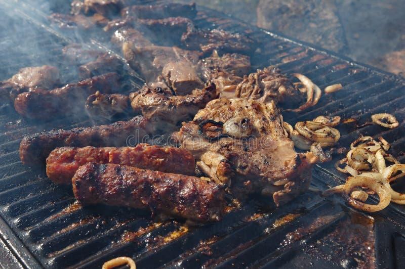 Bifteck d'agneau sur le gril photo stock