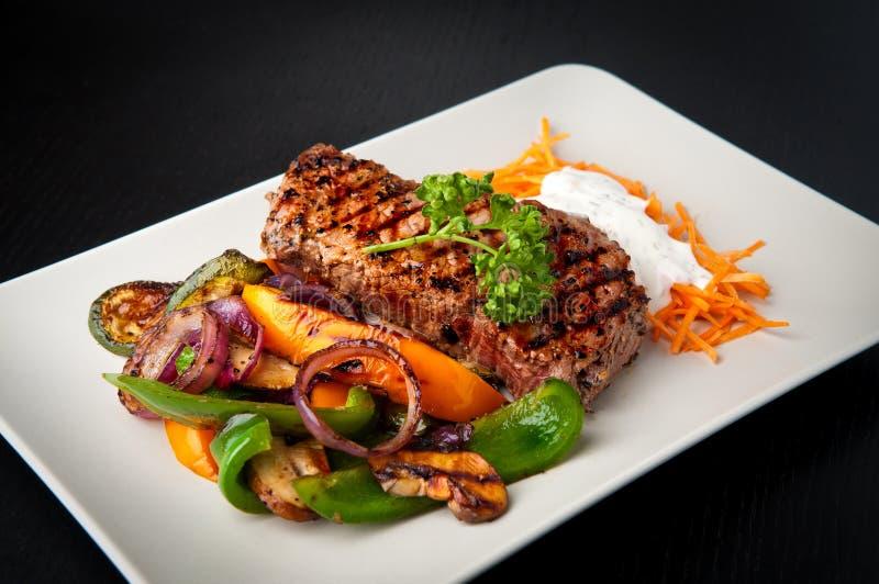 Bifteck d'aloyau grillé photographie stock