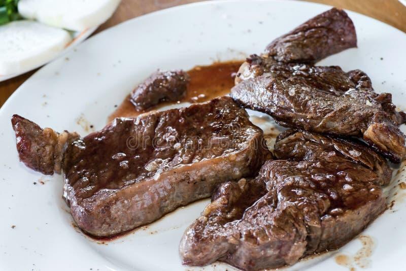 Bifteck d'aloyau juteux images libres de droits