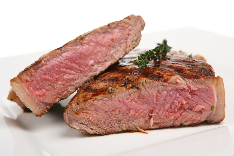 Bifteck d'aloyau rare image stock