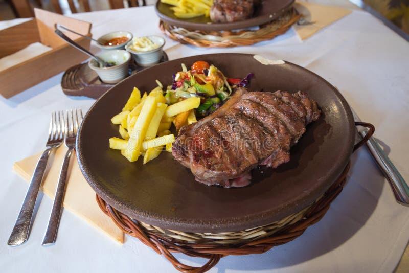 Bifteck d'entrecôte de boeuf image libre de droits