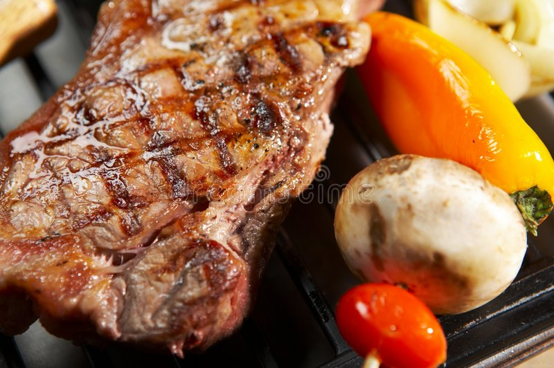 Download Bifteck de BBQ photo stock. Image du boeuf, viande, part - 734274
