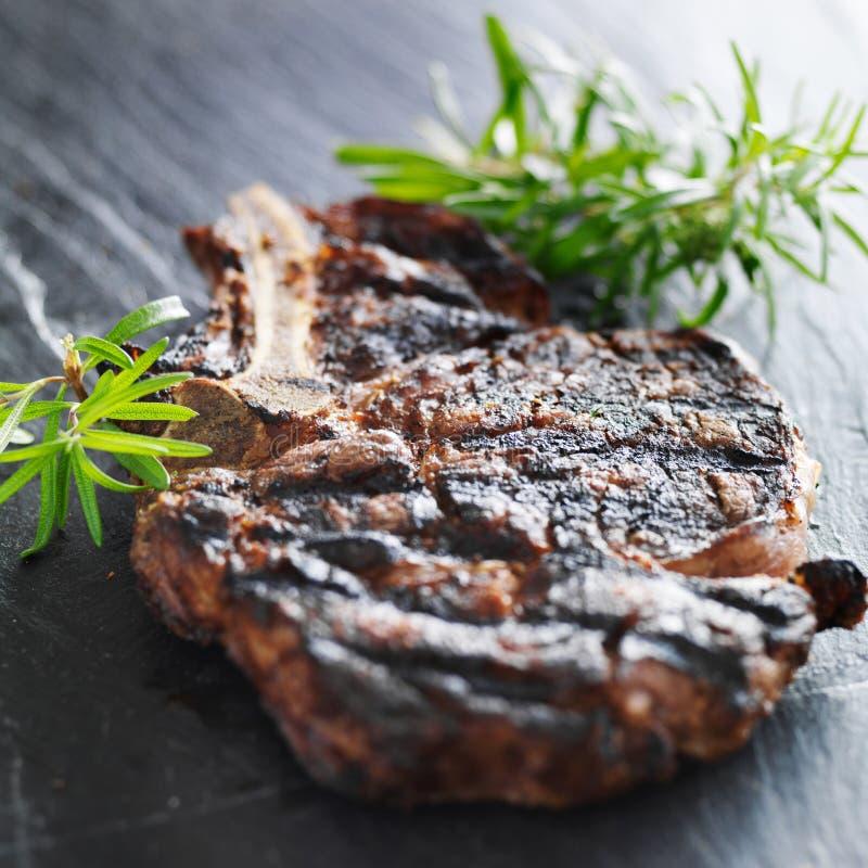 Bifteck de boeuf grillé de côte photos stock