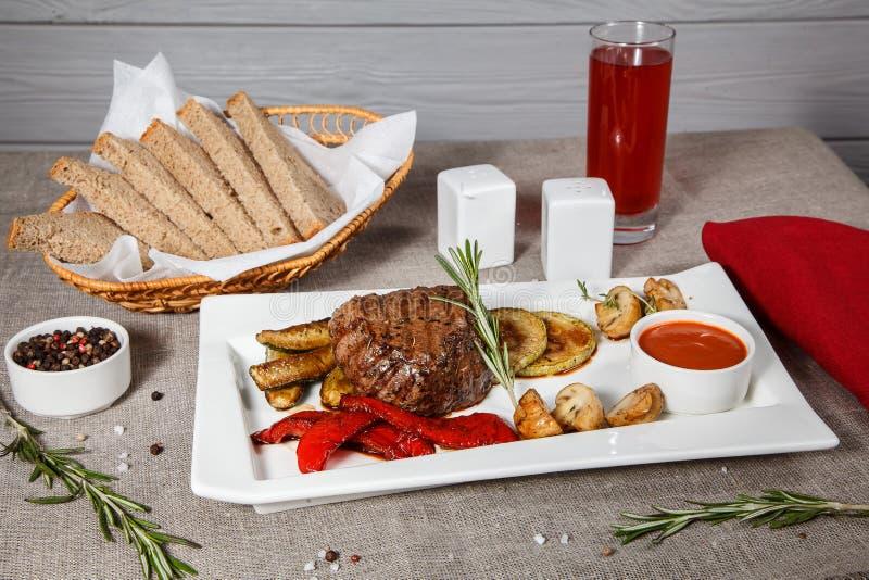 Bifteck de filet de boeuf photographie stock