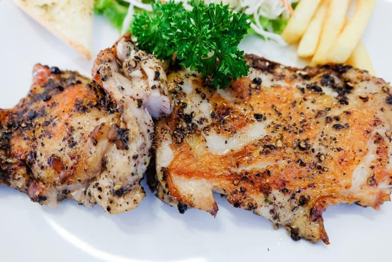 Bifteck de poulet avec des légumes photographie stock libre de droits