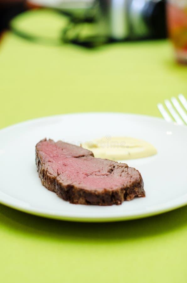 Bifteck de sous-vide de boeuf images stock
