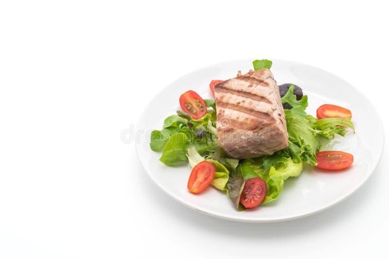 Bifteck de thon avec de la salade photo libre de droits