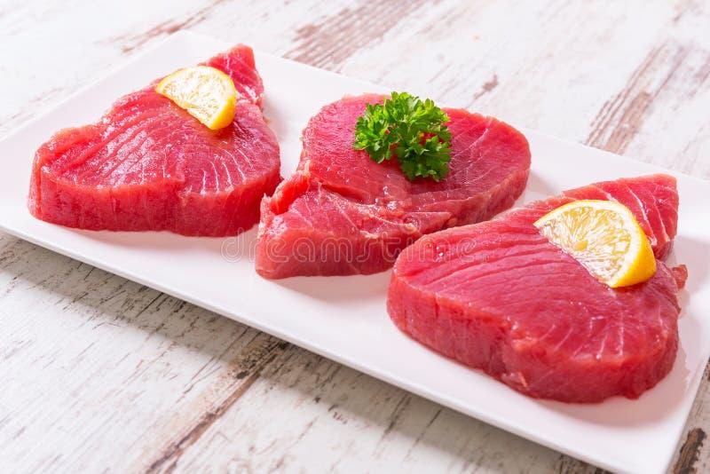 Bifteck de thon cru photographie stock libre de droits