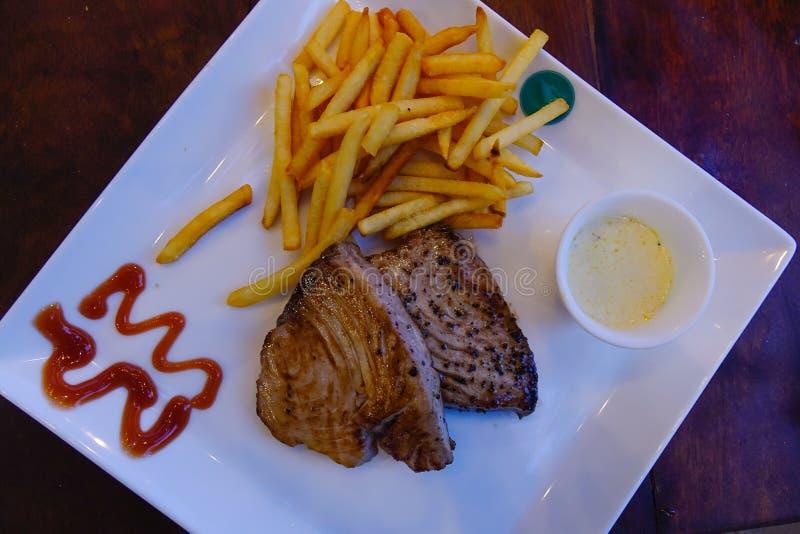 Bifteck de thon pour le dîner photo libre de droits