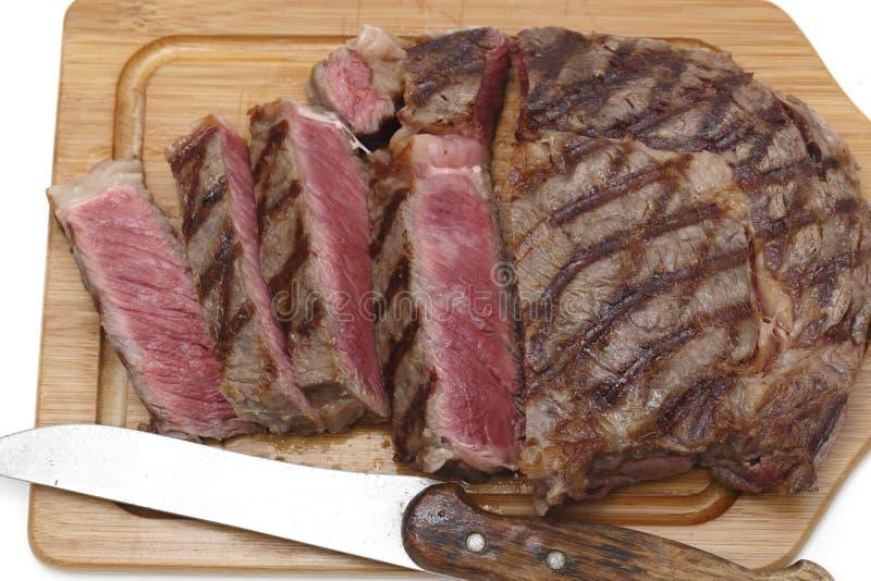 Bifteck de Wagyu sur un hachoir photos stock