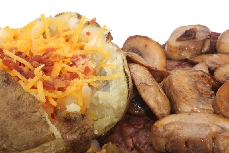 Bifteck et pomme de terre photographie stock