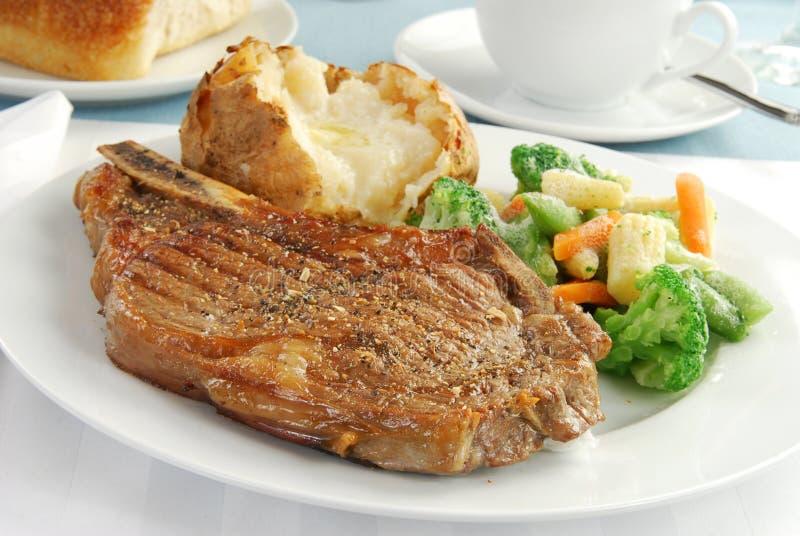 Bifteck et pomme de terre images stock