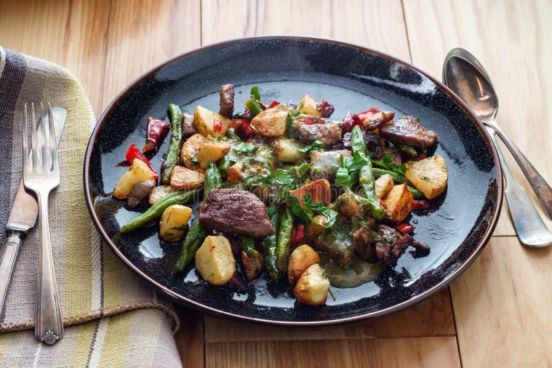 Bifteck et pommes de terre de Chimichurri photographie stock libre de droits