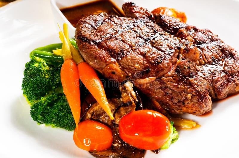 Bifteck grillé de ribeye images stock