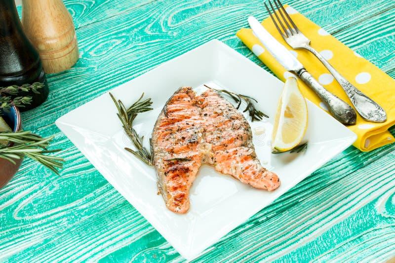 Bifteck grillé des saumons image libre de droits
