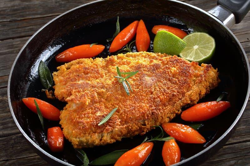 Bifteck pané frit du poisson de mer photographie stock libre de droits
