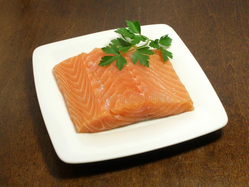 Bifteck saumoné cru photo stock