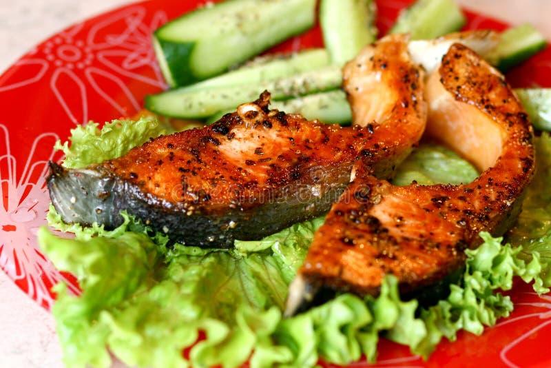 Bifteck saumoné grillé par gril image libre de droits