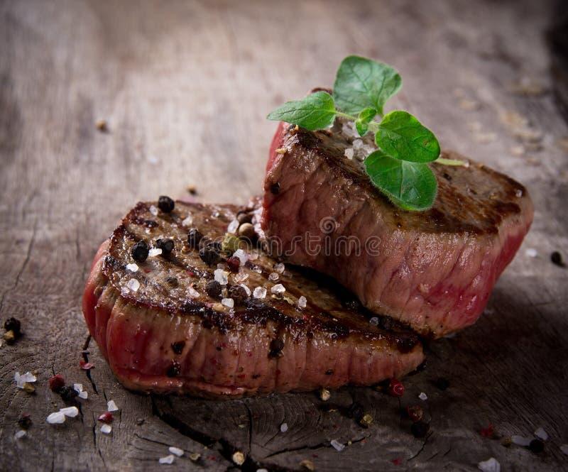 Biftecks grillés de BBQ images libres de droits