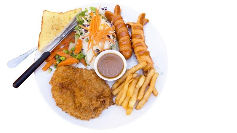 Biftecks, pommes frites et légumes grillés photo libre de droits