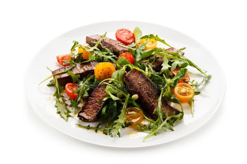 Bifteks grillés avec des légumes photo stock