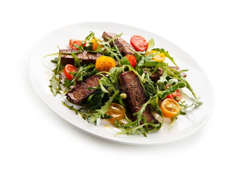 Bifteks grillés avec des légumes image libre de droits
