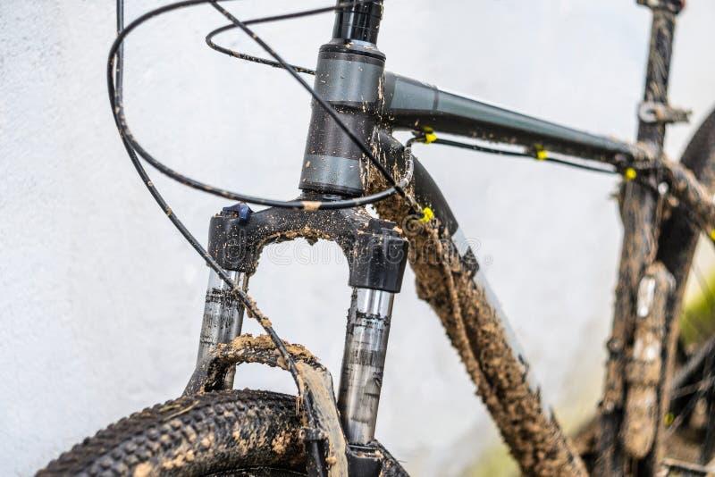 Bifurcación sucia de la suspensión de la bicicleta fotografía de archivo libre de regalías