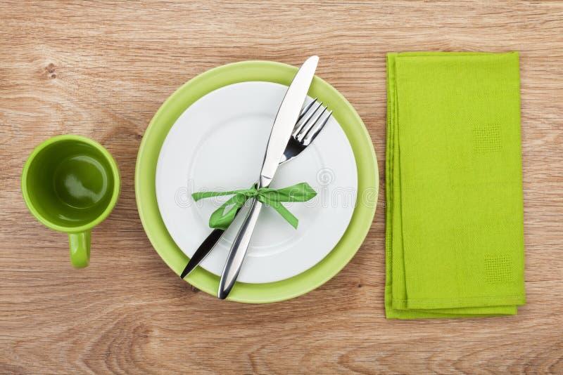 Bifurquez avec le couteau, les plats vides et la serviette photo stock