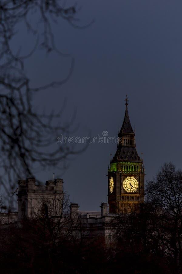 Big Ben è il soprannome per la grande Bell dell'orologio all'estremità del nord del palazzo di Westminster a Londra [1] ed è soli fotografia stock