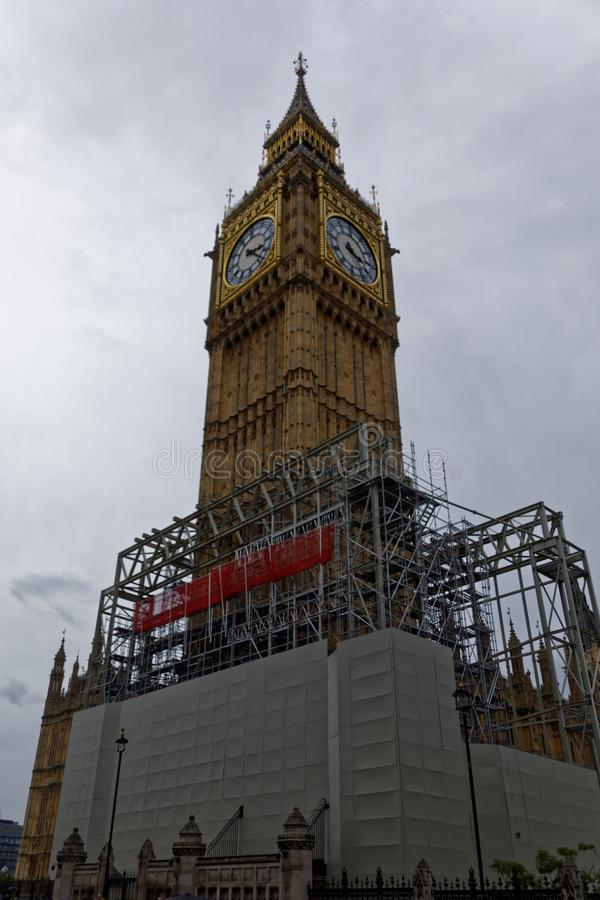 Big Ben κάτω από την ανακαίνιση στη μεγάλη οδό του George στοκ εικόνες