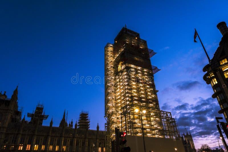 Big Ben, το εικονικό ορόσημο του Λονδίνου, που είναι κατά τη διάρκεια της ανακαίνισης στοκ εικόνα